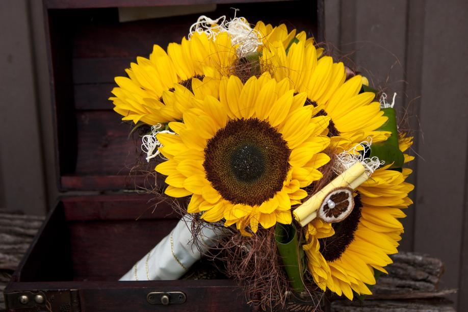buchet mireasa galben, floarea-soarelui-buchet-nunta